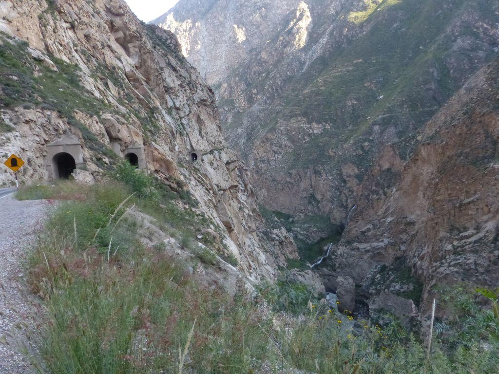 Enchaînement de tunnels sur les hauteurs du Rio Santa
