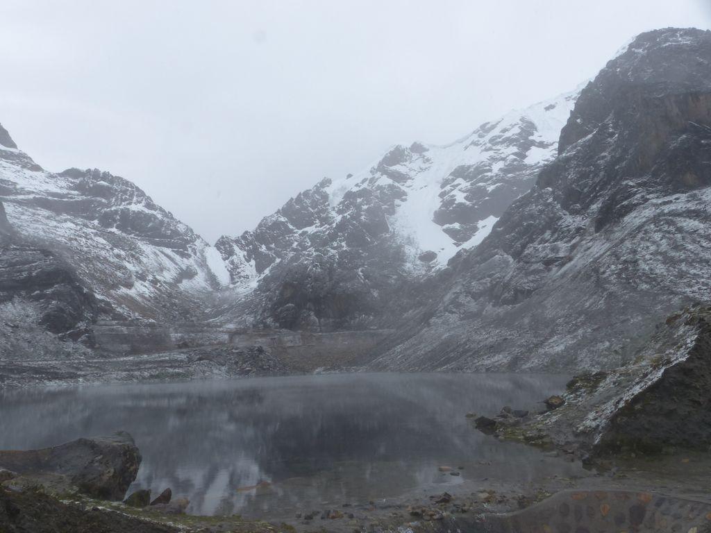 Lac grisou sous la neige
