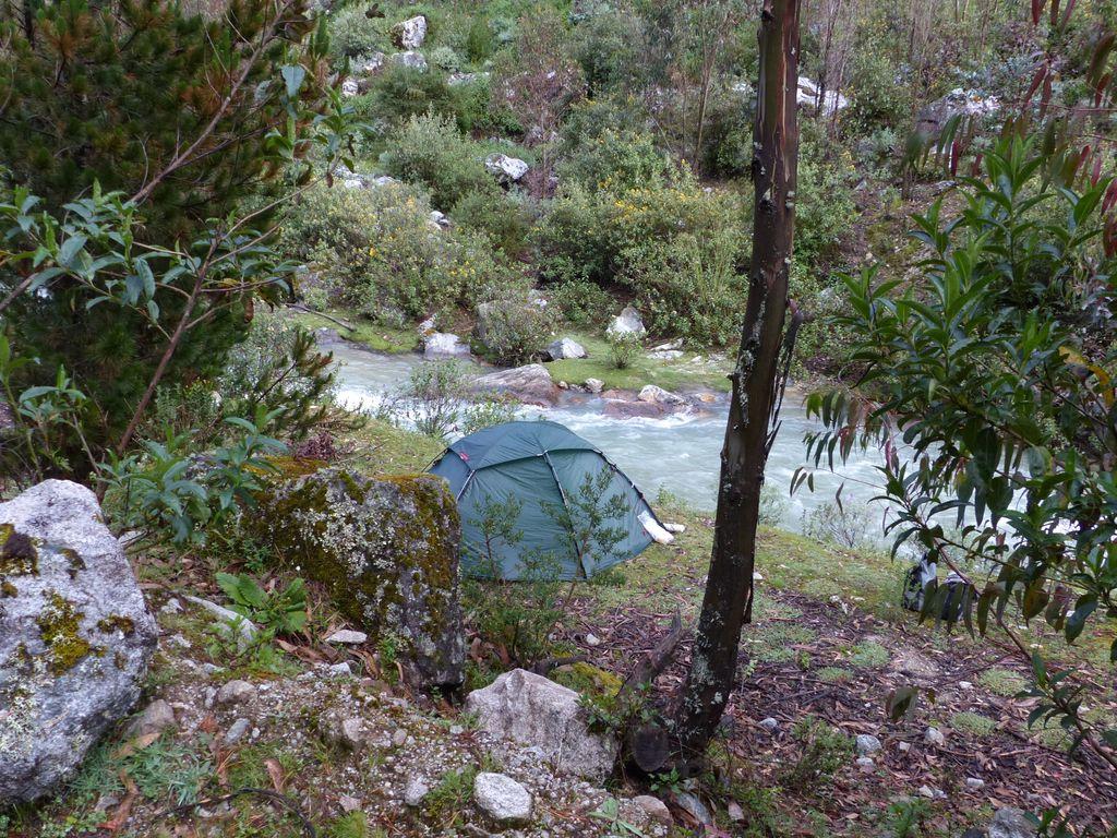 Presque bien camouflée la tente !