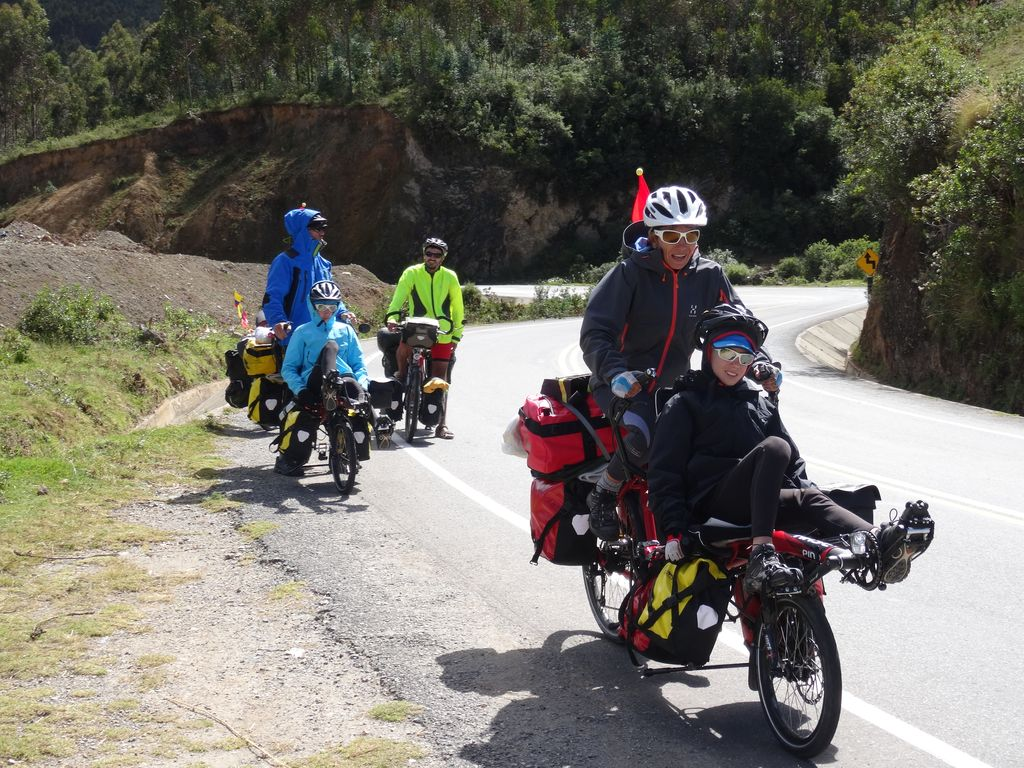 Une famille Franco-Calédonienne en Tandem Pino : bonne route les cyclos !