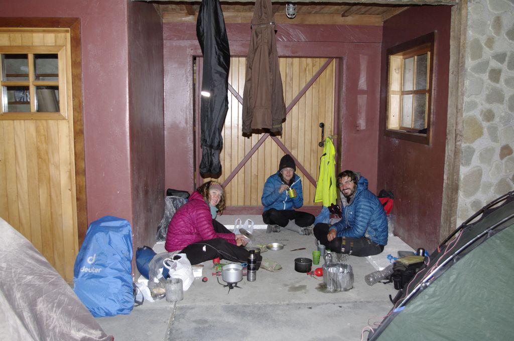 Installation séchage et réchauffage sous la maison des gardes du parc Pumalin