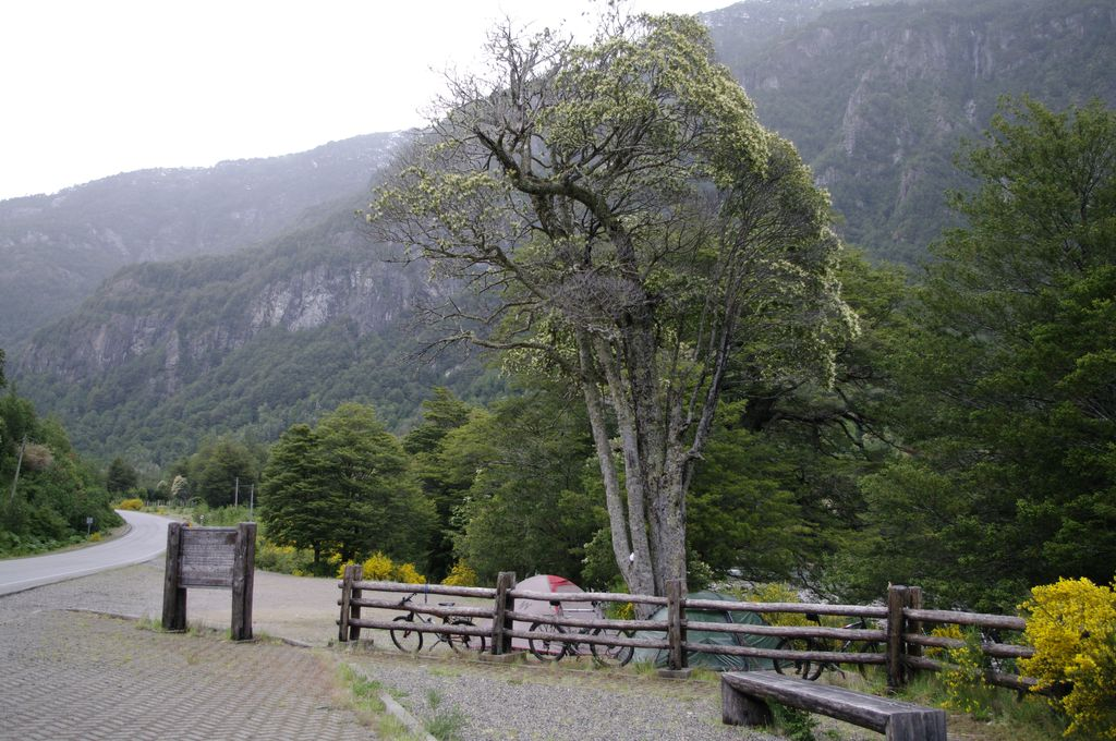 Bivouac bord de route et de Rio Cisnes