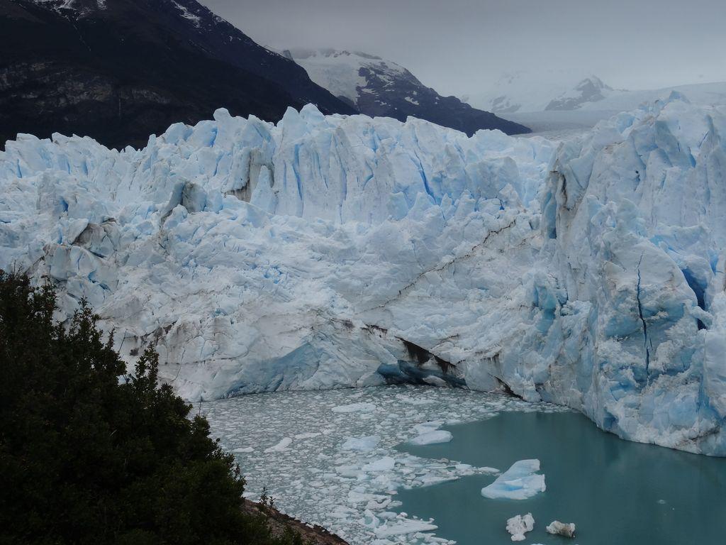 """Le glacier en cours de formation du fameux """"tunnel"""" empêchant la circulation des eaux du Brazo Rico vers le Lago Argentino. A quand la prochaine """"Ruptura"""" ?"""