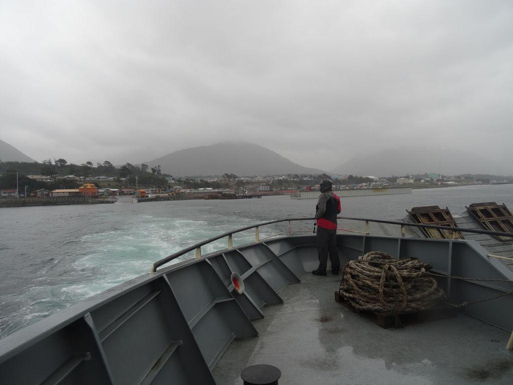 Départ de Puerto Williams sous la grisaille
